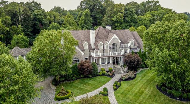 Elegant Entertaining Mansion with Pub & Golf Simulator