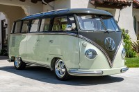 HOP ON THE BUS: This No Reserve Custom 23-Window is a Restored Version of a '60s Icon